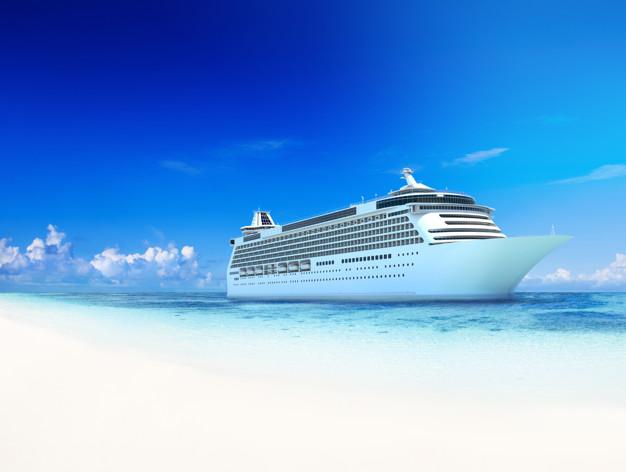 Cruiseskib ved stranden